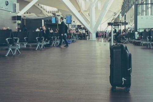Viajo en conexión, tengo que recoger mi maleta?
