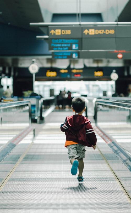 Los niños menores y no acompañados (UM, unaccompanied minors) también necesitan tener su ESTA aprobado. Todos los titulares, incluyendo bebés, con pasaporte de un país perteneciente al programa Visa Waiver (ver nuestro artículo sobre VWP aquí) deben tener su autorización de viaje ESTA aprobado para viajar. Pero el ESTA no es una autorización de entrada… […]